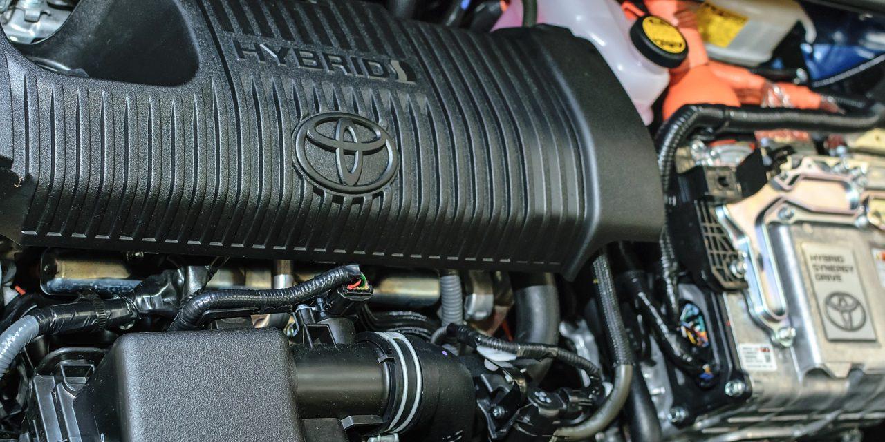 Pořídit si elektromobil nebo hybrid?