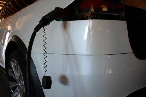 nabijeni-elektromobil