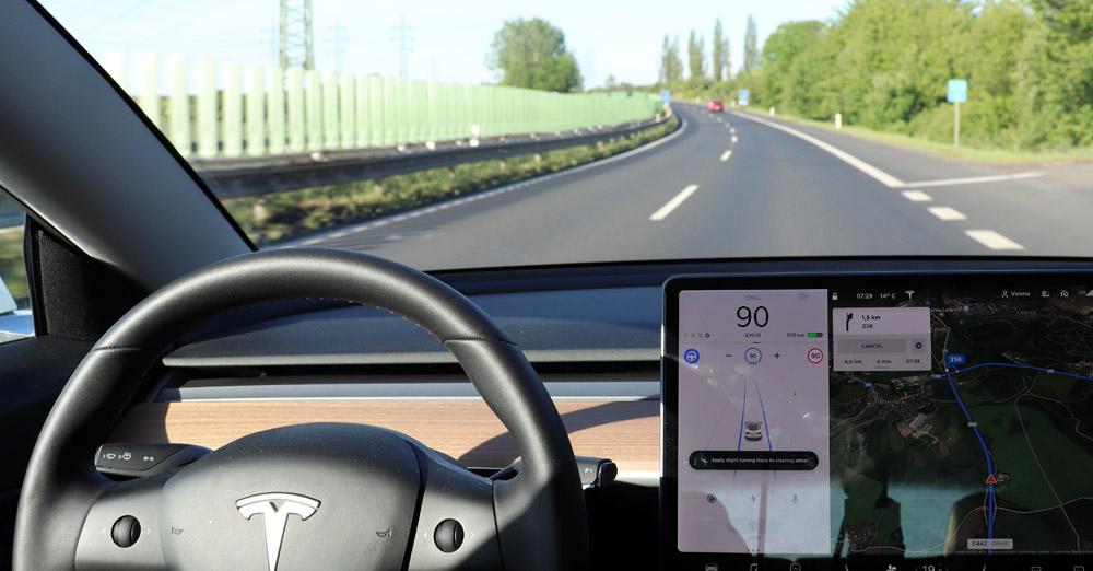 Autopilot Tesly za měsíční předplatné