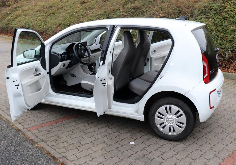 elektromobil Volkswagen e-Up zadni sedacky